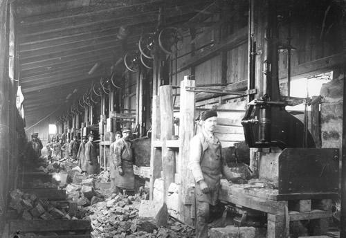 Faldhammerskuret og stenhuggeren (1915)